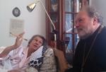 Протоиерей Владимир Силовьев вручил Юлии Вознесенской заслуженную награду